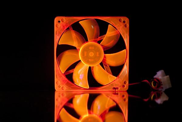 Вентилятор флуоресцентный оранжевый 120 мм светится в УФ
