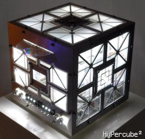 Пожалуй одна из самых эстетичных работ была сделано по фильму Куб-2: Гиперкуб.  По сюжету, люди, по необъяснимым...